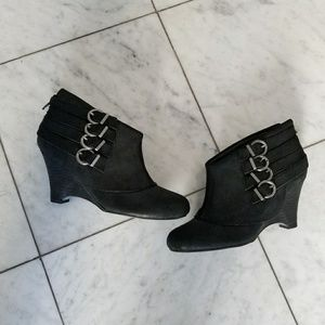 {LF} Leather Wedge Ankle Booties